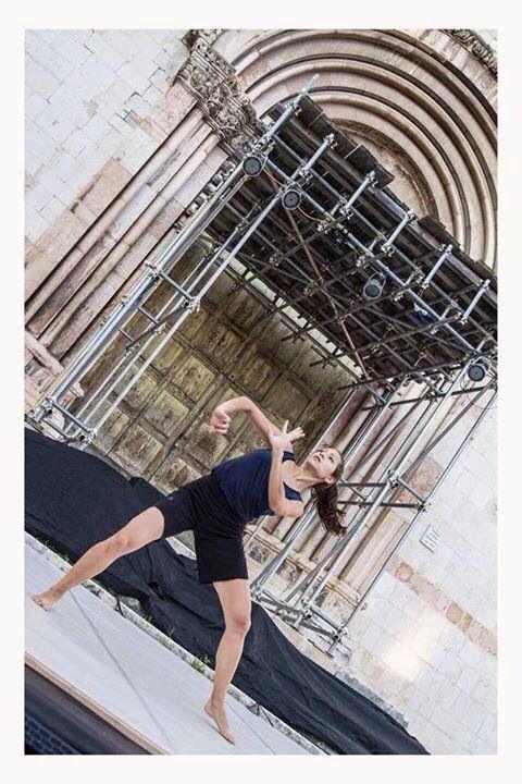 """BOTEGA DANCE COMPANY in  """"La... Qui..."""" di Concetta Cucchiarelli, corografie Enzo Celli #botegadancecompany #enzocelli #jonathanl #scenoma #contemporarydance #danzacontemporanea #nonabbiatepaura #opificio #opificiocertificateprogram #certificateprogram #2.0 @enzocelli @Scenoma2007"""