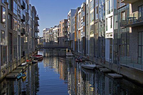 Det moderne København! Sluseholmen er Københavns Venedig. Koncept marketing har kontor 200 meter derfra - så kig også gerne forbi i en kajak!:-)