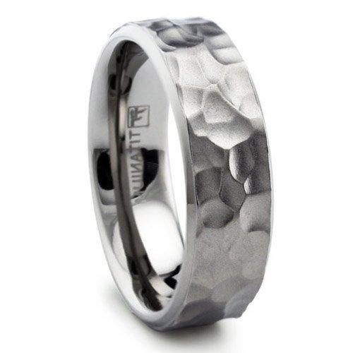 Herren, Damen Titan gehämmert Matte Finish Ehering Ring 8mm mit Kabel  Dieses elegante Titan-Band ist einfach wunderschön. Dieser beeindruckende Band hat einen schlanken und modernen Blick zu ihm. Die gehämmerte Matte Fläche gibt es ein regal und elegantes Aussehen. Luxus braucht auch Komfort und Luxus Ring hat es mit ihm passen Komfort Design.  ** Lesen Sie unsere Politik vor dem Kauf.  Dieses Band ist gut für Jubiläen, Hochzeiten, besondere Anlässe, oder zu Ihrem Mode-Schmuck-Arsenal zu…