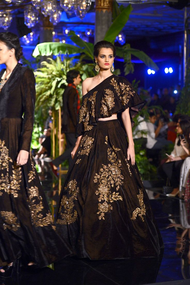 India Couture Week 2016 - Manish Malhotra #ICW2016 #ManishMalhotra…