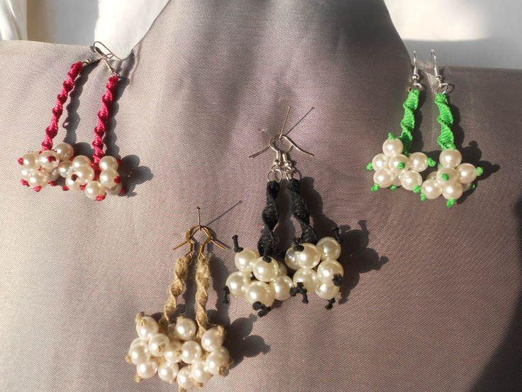 orecchini con lavorazione a macramè e perle