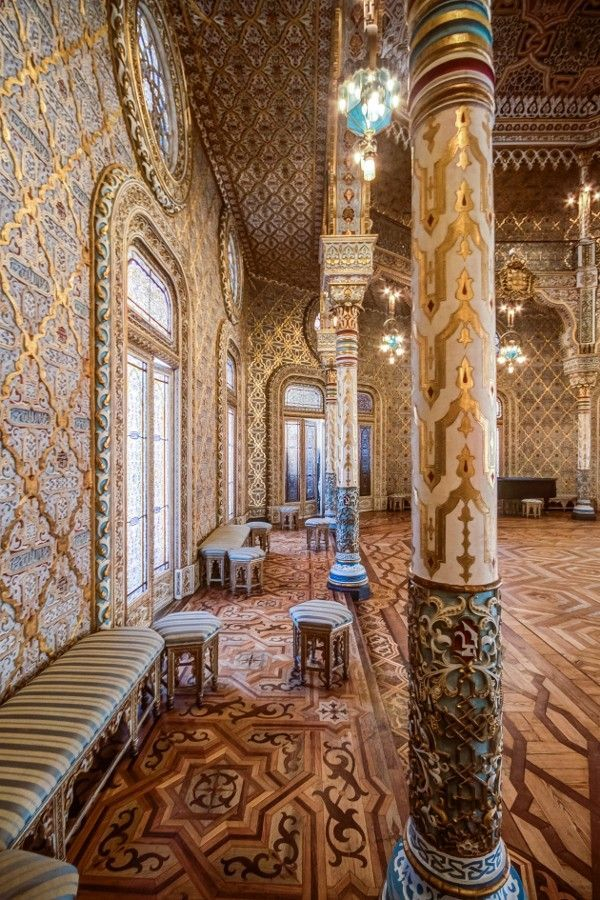 Inside Bolsa Palace. // Interior Palácio da Bolsa.