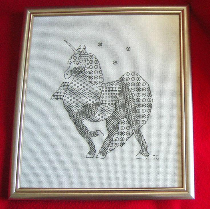 unicorno disegno e ricamo di giuseppina ceraso per cerpica http://crocettando.wordpress.com