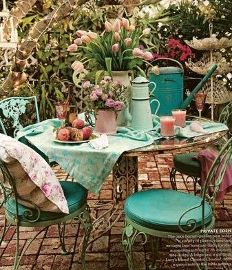 Tablescape: Outdoor setting in Turquoise.