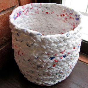 DIY : Créer un panier avec des sacs plastiques recylés