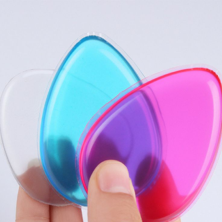 It's time to throw out all your makeup sponges and NEVER waste expensive makeup again. This legendary makeup sponge design allows you to blend all your liquid or creamed based makeup without any waste.