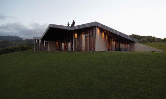 http://vimeo.com/34884080 Architects: Dekleva Gregoric Arhitekti Location: Maui, Hawaii, USA Client: Robert & Drazena Stroj Project Team: Aljoša