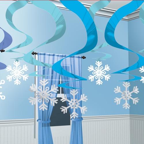 Decorados espirales nieve azul, para crear un ambiente nevado, de www.fiestafacil.com / Hanging snowflake spirals, from www.fiestafacil.com