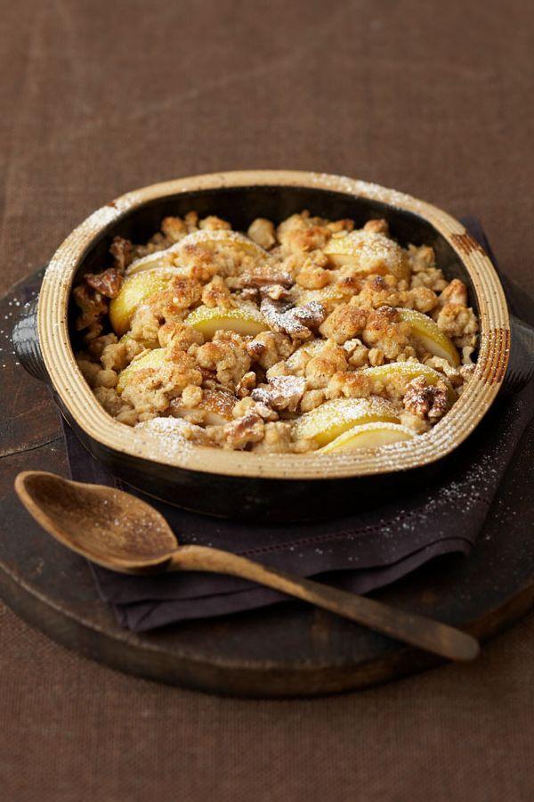 Innen süß und fruchtig, außen knackig und knusprig. Rezept Birnen-Crumble. #cestbon
