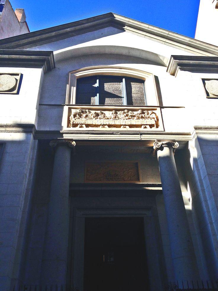 Oratorio del Caballero de Gracia.  Oratorio construido en el siglo XVII a partir de la donación realizada por don Jacobo de Grattis, conocido como Caballero de Gracia.  Calle del Caballero de Gracia, 5.