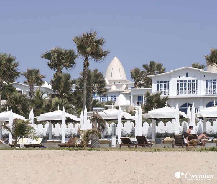 Coco Ocean Resort in Bijilo    Rustig gelegen, direct aan het privé strand. Het centrum van Kololi ligt op 2 km. Het hotel ligt nabij het Bijilo Forest Park Nature Reserve, bekend om de hoeveelheid aapjes en prachtige natuur. U zult zelf aapjes zien rondlopen op het hotelcomplex.