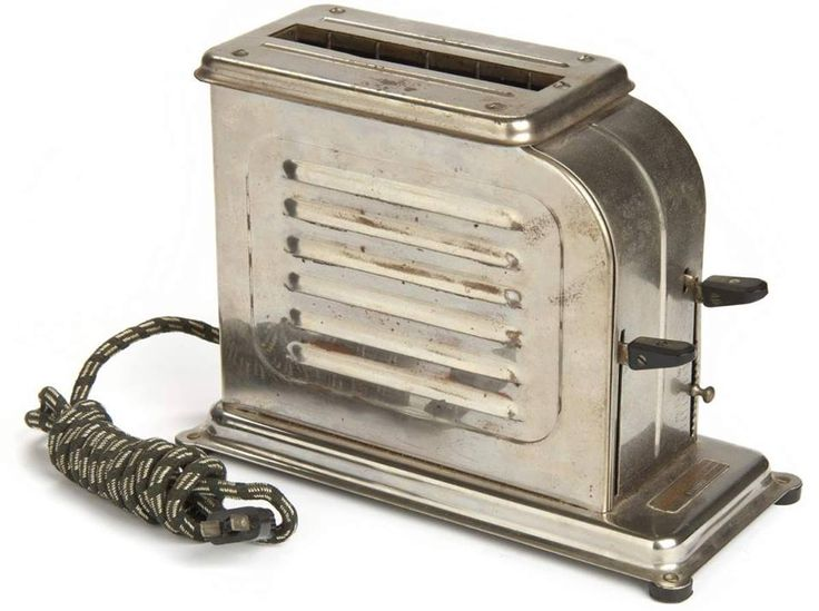 La primera tostadora para el hogar se comercializó en 1926, obra del mecánico estadounidense Charles Strite y costaba $12,50 de la época. #retro #curiosidades #cocina