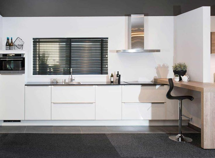 39 best moderne keukens images on pinterest showroom kitchen and kitchen modern for Foto witte keuken