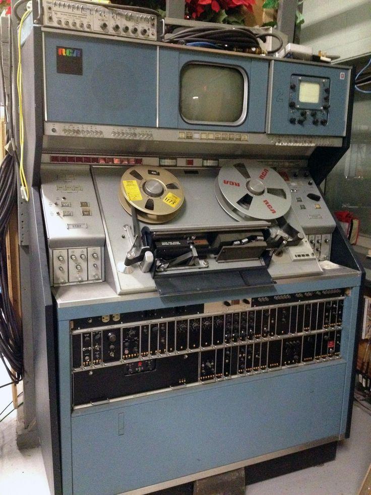 RCA TR-70C 2-inch Quadruplex Video Tape Recorder (VTR) - Numérisation audio et vidéo - VHS VHSC SVHSC Vidéo8 Hi8 Digital 8 MiniDv - www.remix-numerisation.fr - Rendez vos souvenirs durables !