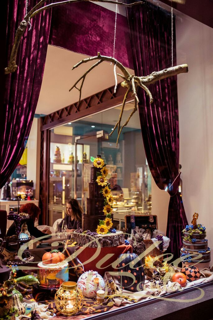 Dulce by Paula autumn shop-window