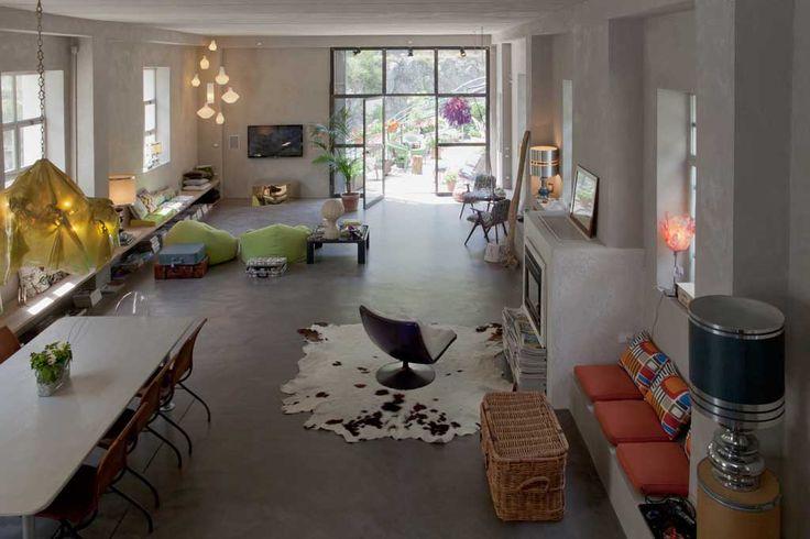cemento lucidato pavimento pareti con beton cioè camino con decorazioni a calce