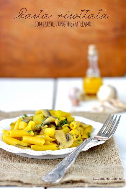 La tana del coniglio: Pasta risottata con patate e funghi e zafferano