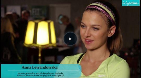 Jakie ćwiczenia w ciąży są bezpieczne, a jakie nie? Swoje sposoby na ból pleców w ciąży i wzmocnienie organizmu zdradza Ania Lewandowska, trenerka osobista – obejrzyj film!