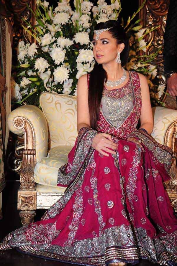 Mahnoor Baloch in Lajwanti and Bushra Aftab Jewels. Can you guys believe shes 53 and has a 23 year old daughter?!?