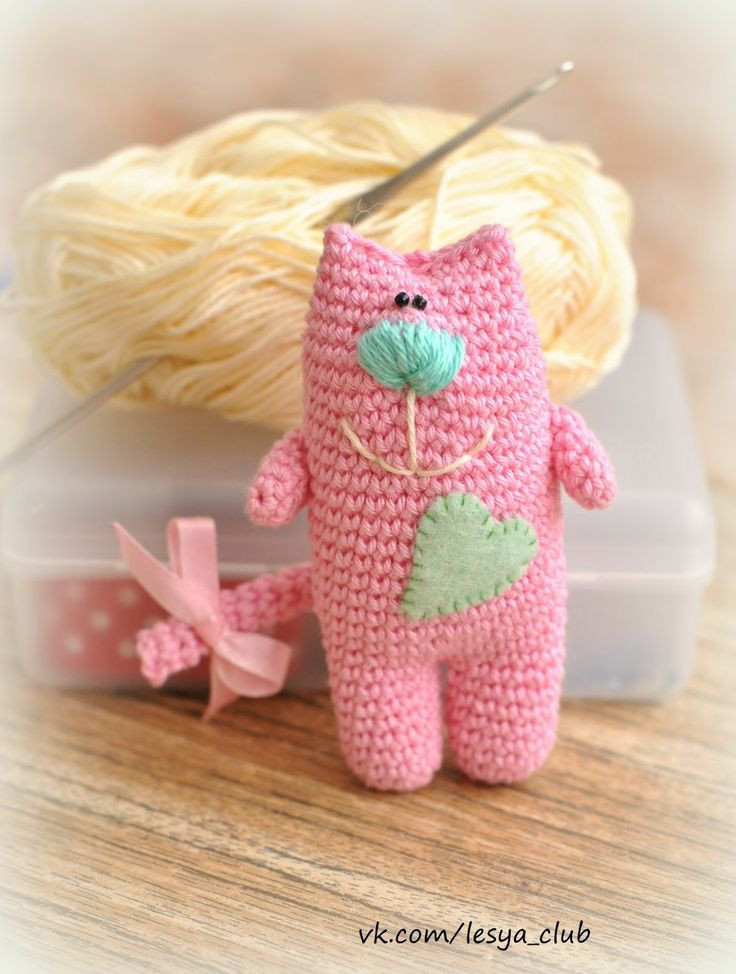 Koteyushki the Cat Amigurumi - Free Russian Pattern http://lesya-blog.blogspot.ru/2013/03/blog-post.html