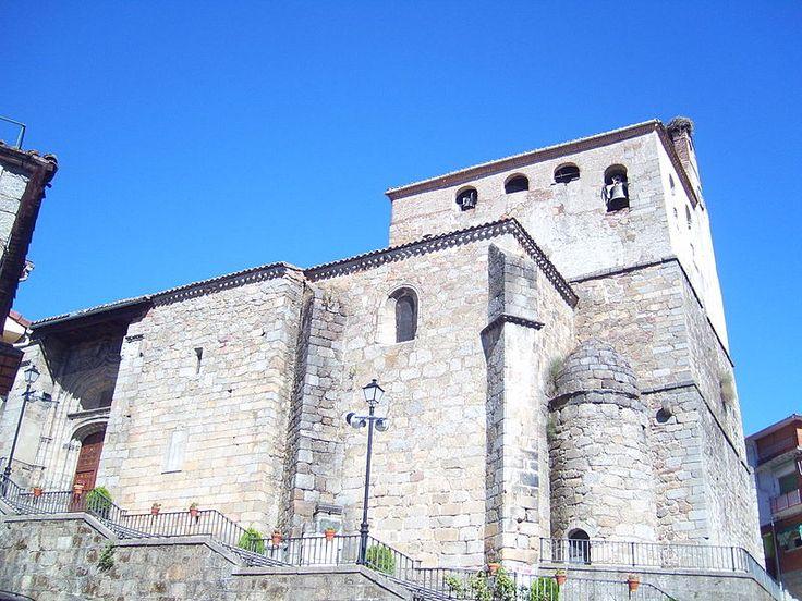 La iglesia gótica de San Juan Bautista es de los siglo XIV y XV. En su interior se puede admirar un retablo de estilo churriguesco con pinturas de Salvatore Galvani (s. XVIII)