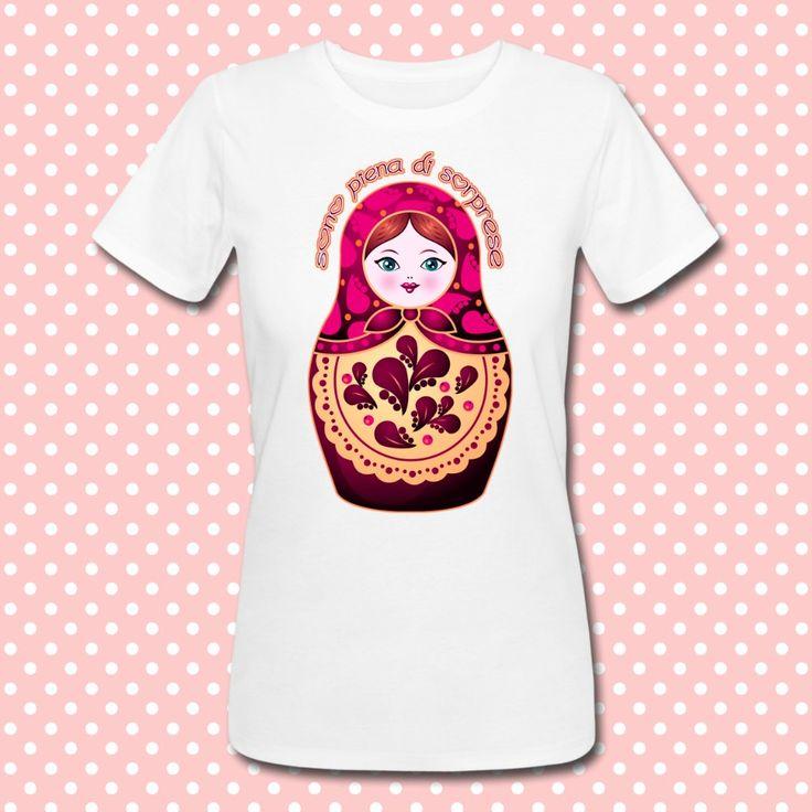 Gattablu stampa le tue t-shirt personalizzate, scegli tra le tantissime grafiche a colori brillanti firmate Gattablu Shop Online, oppure disegna la tua maglietta e personalizza il tuo guardaroba, per outfit unici al mondo! #tee #tshirt #outfit #moda #fashion #matrioska #doll #russian #sorprese #surprise