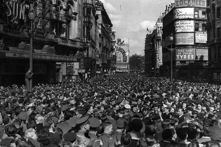 15 August 1945: Crowds assemble in Piccadilly Circus to celebrate the news of Japan's surrender and the end of the second world war.