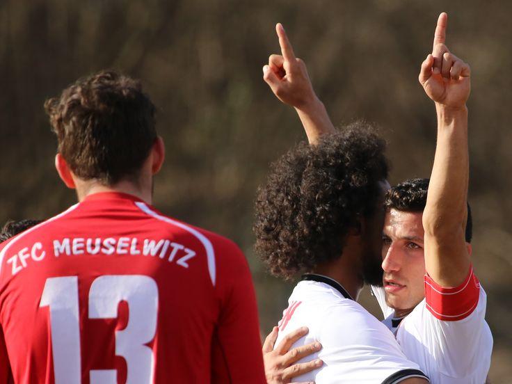 Kapitän #Karim #Benyamina bejubelt seinen überraschenden Treffer zum 2:0.