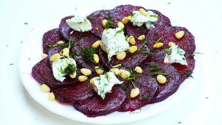 Салат из свеклы с чесноком, орехами и сыром на Новый Год ...
