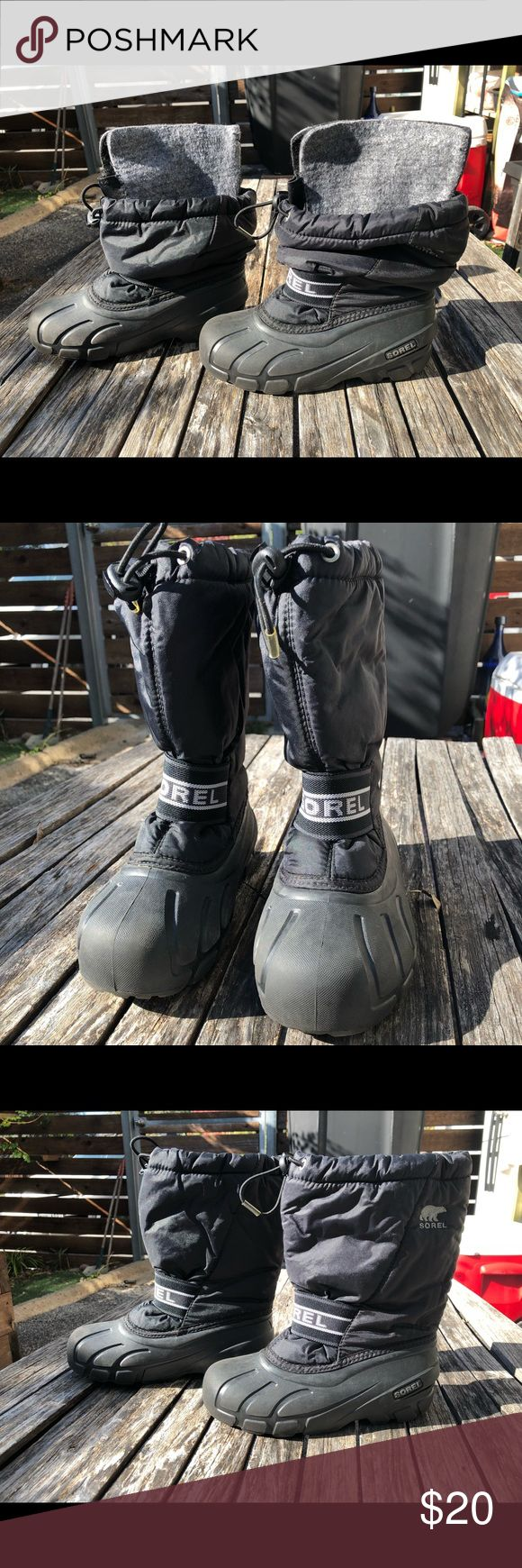 SOREL SNOW BOOTS Kids SOREL snow boots with removable liner. Excellent condition only worn 2-3x before child outgrew. Sorel Shoes Rain & Snow Boots