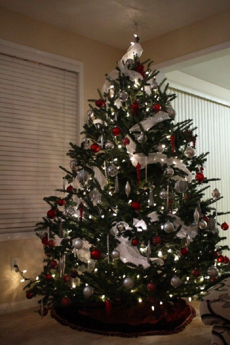 White and gold christmas decorating ideas - Top 10 Inventive Christmas Tree Themes