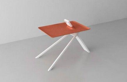 Tripod Side Table il tavolino da caffè di Noon Studio