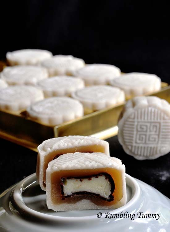 Rumbling Tummy: Lychee Martini Snowskin Mooncake (HK flour & Olive oil)