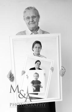 Fotografie, Studio, natürliches Licht, Fotos, Bilderrahmen, Generationenbild, Generationen, Oma, Mama, Bild, Familienbilder, Familienfotos, schwarz weiß