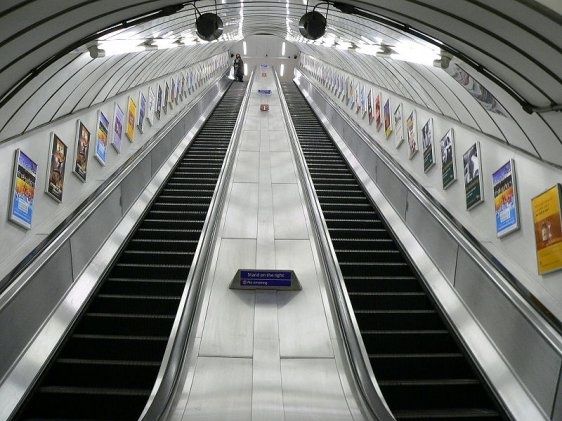 Great perspective on Moorgate tube escalators    Author: Steffen M. (Creative Commons Attribution 3.0 Unported)