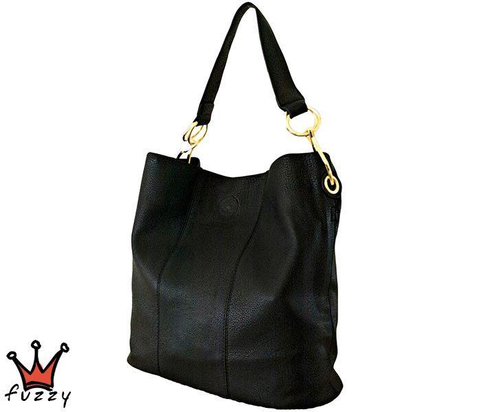 Τσάντα γυναικεία σε μαύρο χρώμα, απομίμηση δέρμα, με μία εξωτερική θήκη και μία μεγάλη εσωτερική με φερμουάρ. Έξτρα λουράκι ώμου. Διαστάσεις 42 Χ 35 εκ.