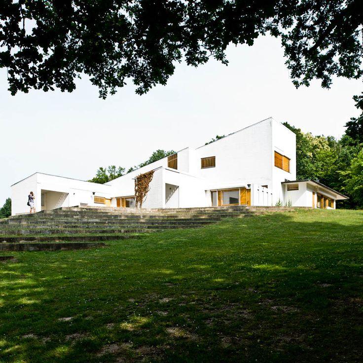 Maison Louis Carré  / Alvar Aalto. In the commune of Bazoches-sur-Guyonnes, about 40 kilometers southwest of Paris, sits one of the most important private houses.