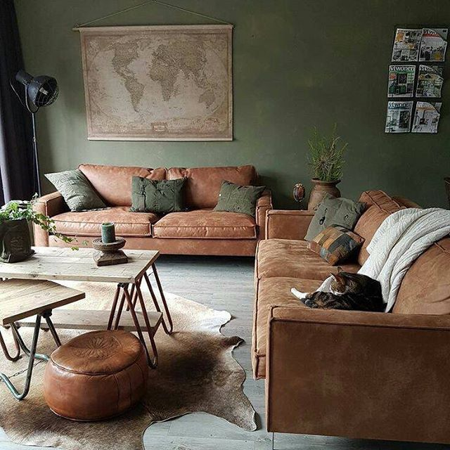 Canapés et poufs en cuir marron couleurs naturelles ce salon adopte la