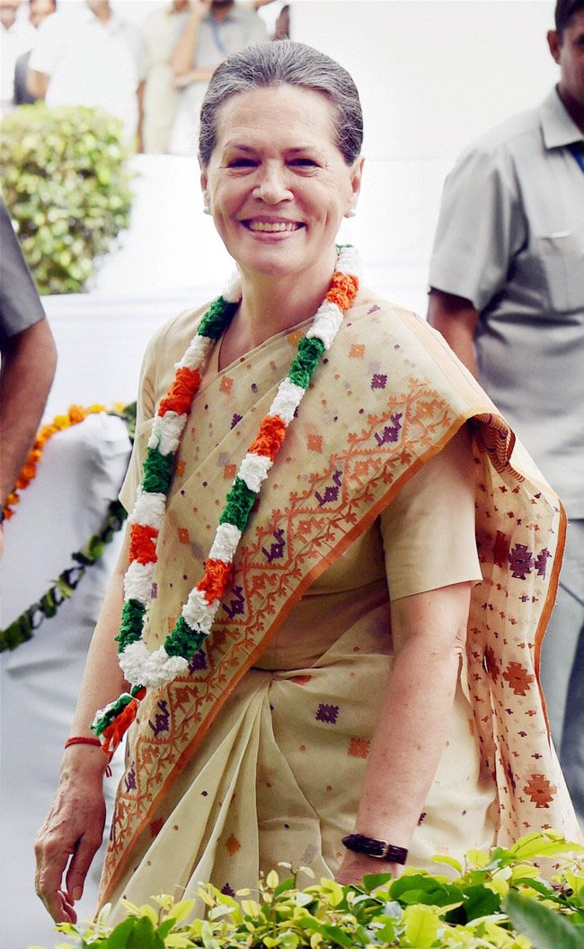 speech by sonia gandhi on independence day Both sonia gandhi and his son rahul gandhi refused to make a remark on  indian prime minister narendra modi's independence day speech.