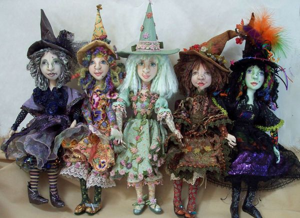 Some very cool witches made from soft doll patterns by Stephanie Novatski ... go to http://dollmakersjourney.com/novatski.html