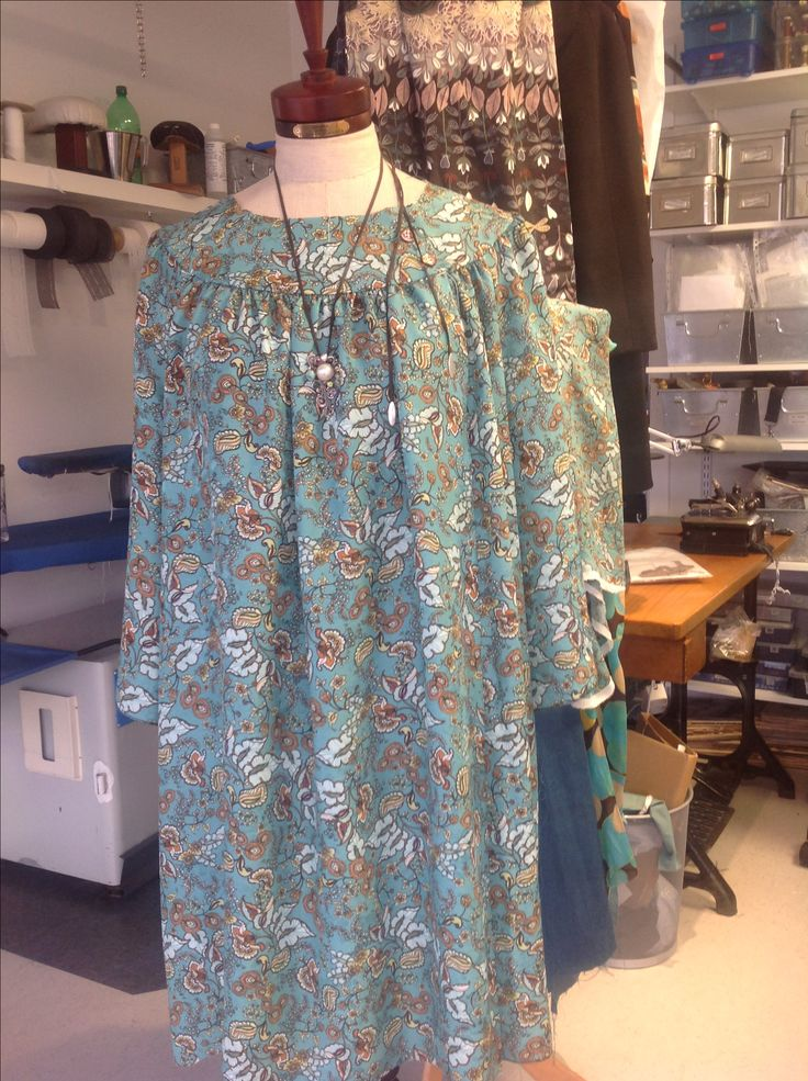 Working on a silk tunic. Fabric from Joel and sons, London. reliefbyjunker.dk