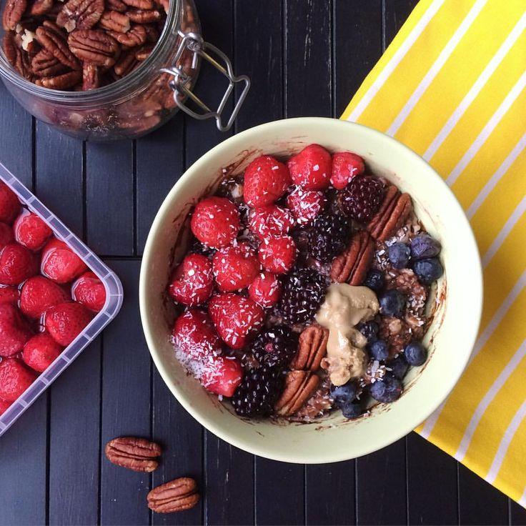 "Granola & Peanut Butter Lover on Instagram: ""Chocolate oats with tahini, banana, berries, pecans and coconut  шоколадная овсянка с кунжутной пастой вместо арахисовой для разнообразия , бананом, ягодами, кокосом и орехами пекан"" #granola#healthy#foodporn#cleaneating#eatclean#fitness"