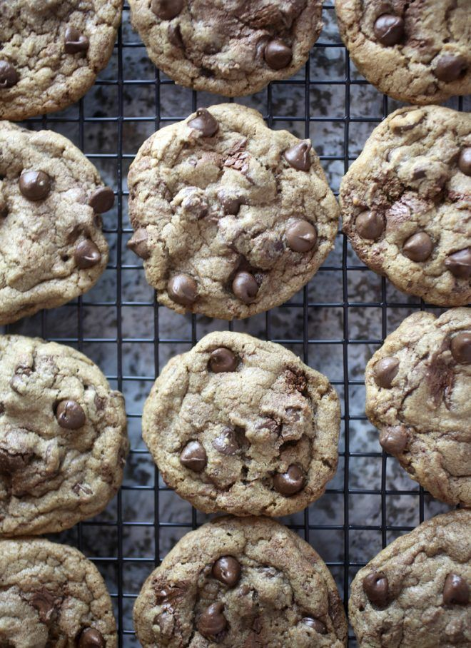 Make these yummy cookies swirled with nutella into irresistible ice cream sandwiches.