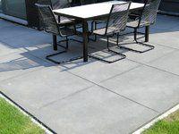Terras in betontegels (megategels)