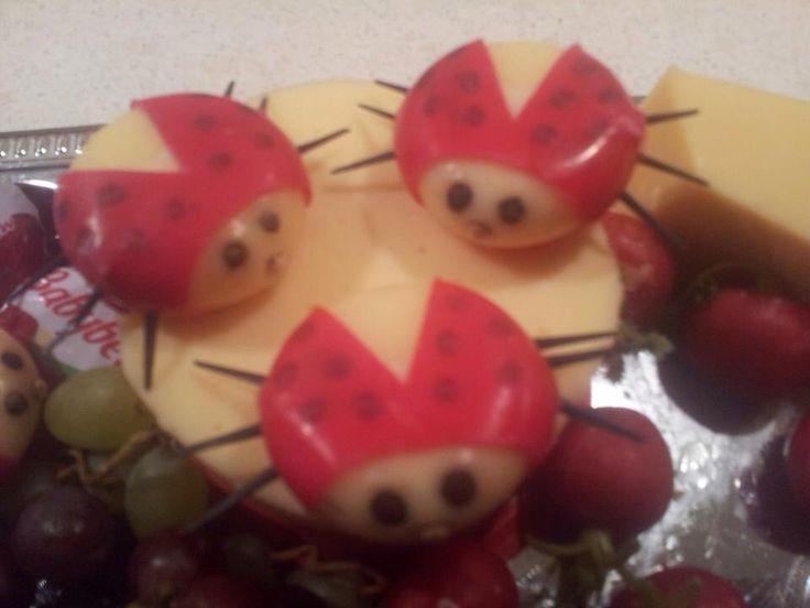 Mariehøns jeg har lavet af Babybells til påskefrokoster.