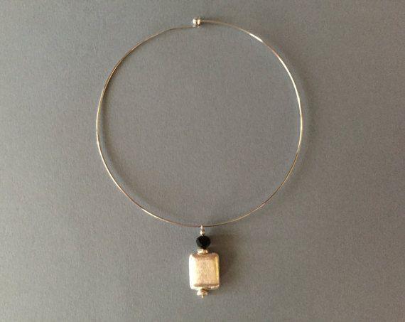 Collana girocollo rigido in metallo argentato rodio di TRIVIBIJOUX