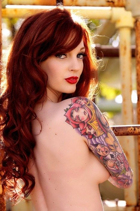 Love this - if only I had the guts! Alice in Wonderland sleeve   #redhead by…