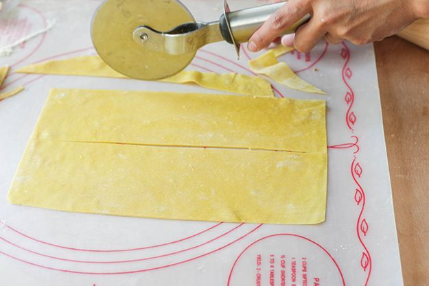 How to Make Homemade Noodles   How to Make Pasta for Beginners by DIY Ready at http://diyready.com/diy-recipe-how-to-make-pasta/