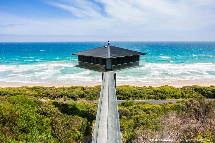 The suspended gangway leading to the entrance of Pole House. #interdema #house #design #architecture #luxury #travel #greatoceanroad #fairhaven #fairhavenbeach #дом #дизайн #архитектура #путешествие #люкс