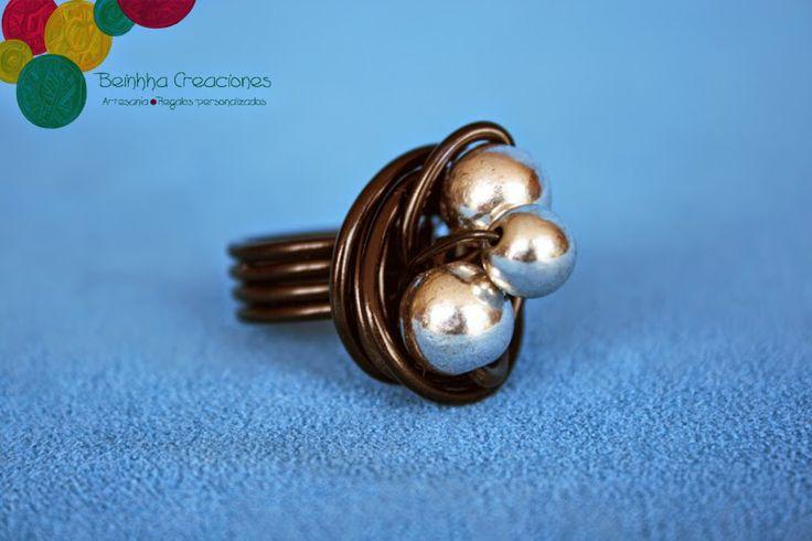 Aquí os dejamos otro de nuestros modelos de #anillos de #alambre. #abalorios #complementos Here you have one of our models of #rings of #wire . #beads #complements #accesories visit our blog http://beinhhacreaciones.blogspot.com.es/